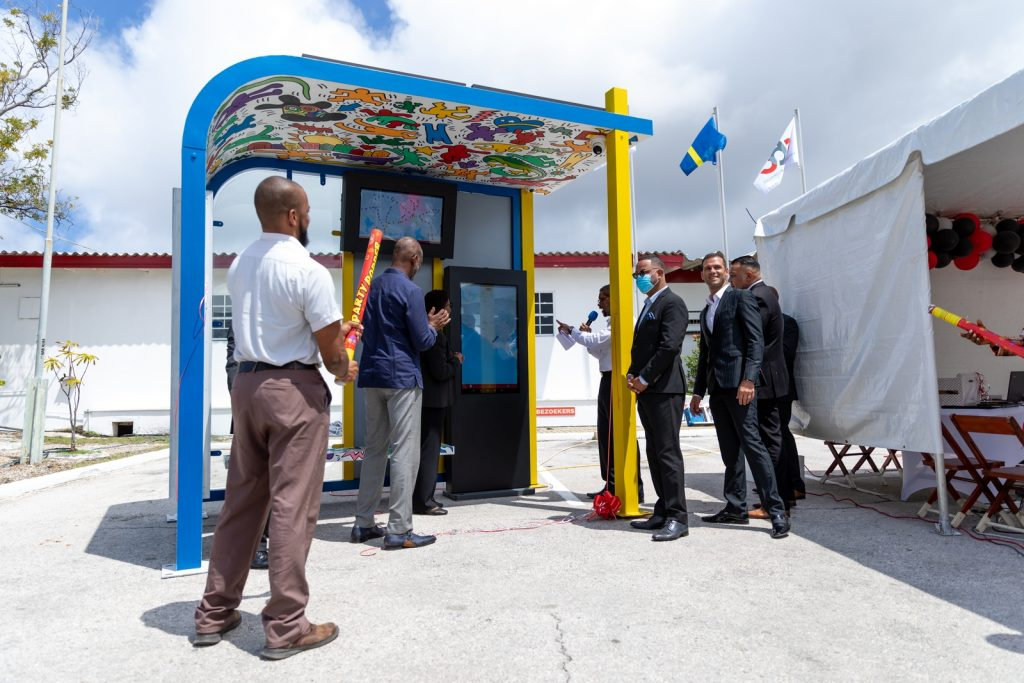 smart-bus-stop-curacao